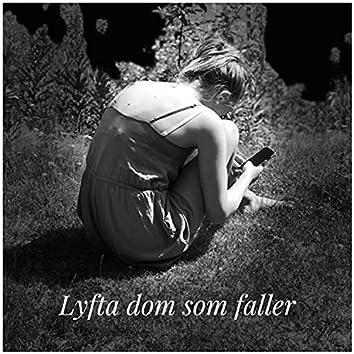 Lyfta dom som faller (feat. Magister Nordströms elever)