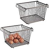 mDesign Juego de 2 cestas metálicas apilables con Asas – Canasto metálico de Almacenamiento con diseño Atemporal – Prácticas Cajas metálicas de Alambre para Alimentos y artículos de Cocina – Bronce