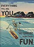 LINQWkk Cartel retro de metal con texto en inglés 'Everything Will Kill You Choose Something Fun, Esqueleto de Surf, Cartel de verano, Esqueleto y Tiburón'