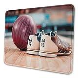 Bowling Party Gaming Mauspad Nahaufnahme Bowling Schuhe mit lila Ball auf einer Gasse Indoor-Aktivität Kochfeld Persönlichkeitsmuster Mauspad mehrfarbig