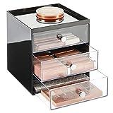 mDesign Organizador de maquillaje – Cajas de belleza con 3 cajones para sombra de ojos, labiales y más – Cajonera de plástico para organizar maquillaje en el baño – negro/transparente