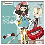 Avenue Mandarine KC018O - Une boite créative Louise et Léon comprenant une poupée à peindre Louise, un porte clé Léon le chat en points de croix et une pochette à coudre (notice incluse)