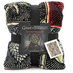 UN REGALO PER I FAN: La coperte in pile de Il Trono di Spade ha gli stemmi di tutte le Famiglie di Game of Thrones: Stark, Lannister, Targaryen, Greyjoy, Baratheon e Tyrell su di uno sfondo nero, il regalo perfetto per tutti i fan di Game of Thrones,...
