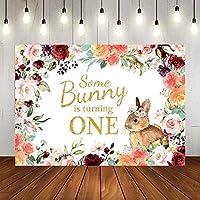 新しいいくつかのバニーは1つの背景を回しています赤ちゃんの女の子イースターハッピー1歳の誕生日の写真の背景春の水彩画の花の1歳の誕生日パーティーの装飾バナー写真ブースの小道具7x5ft