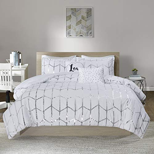 Intelligent Design Raina Comforter Set Metallic Print Geometric Design, Modern Trendy All Season Bedding Set, Matching Sham, Decorative Pillow, White/Silver, King/Cal King, 5 Piece