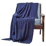 Homescapes gestrickte Tagesdecke, dunkelblaue Wohndecke 150 x 200 cm, Strickdecke aus 100prozent Baumwolle mit Zopfmuster, perfekt als Sofaüberwurf, Kuscheldecke, Plaid oder Babydecke, Marineblau