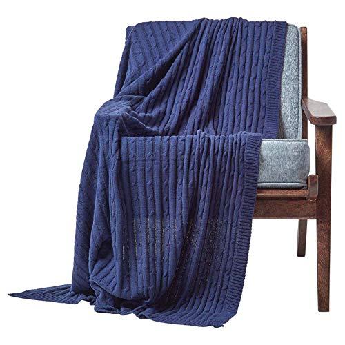 Homescapes gestrickte Tagesdecke, dunkelblaue Wohndecke 130 x 170 cm, Strickdecke aus 100% Baumwolle mit Zopfmuster, ideal als Sofaüberwurf, Kuscheldecke, Plaid oder Babydecke, Marineblau