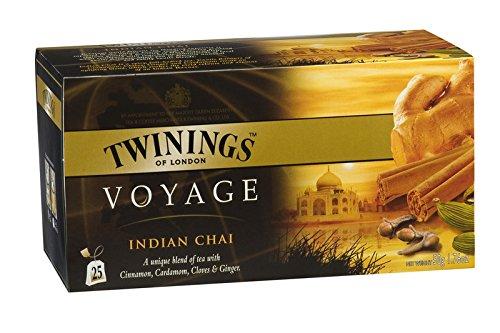 Twinings Voyage - Indian Chai - Schwarzer Tee, aromatisiert mit Kardamom, Nelken, Ingwer und Zimt - Vollmundiger würziger Geschmack, erinnert die hellen Farben Intensiven Düfte Indiens (25 Beutel)