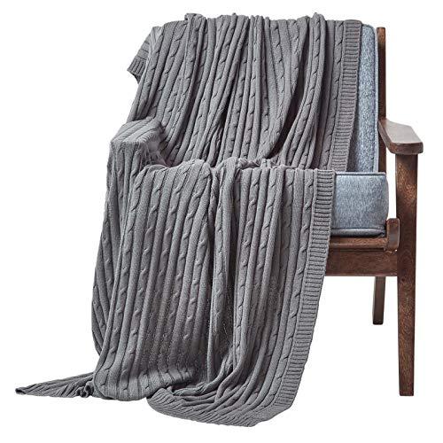 Homescapes gestrickte Tagesdecke, graue Wohndecke 150 x 200 cm, Strickdecke aus 100% Baumwolle mit Zopfmuster, ideal als Sofaüberwurf, Kuscheldecke, Plaid oder Babydecke, dunkelgrau