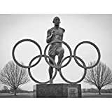 SPORT PHOTOGRAPHY STATUE HONOUR OLYMPIC RUNNER JESSE OWENS