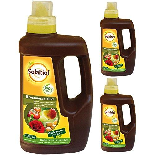 Preisvergleich Produktbild SBM Solabiol GARDOPIA Sparpaket: 3 x 1000ml Brennnessel Sud Konzentrat Pflanzenstärkungsmittel + Gardopia Zeckenzange mit Lupe