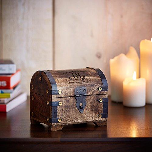 Casa Vivente Schatztruhe mit Gravur – Zum 18. Geburtstag – Personalisiert mit Namen – Aufbewahrungsbox aus dunklem Holz – Verpackung für Geld und Gutscheine – Geschenkidee zur Volljährigkeit - 3