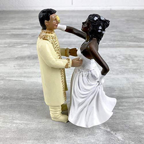Pareja de novios negros e hindouista, de resina, ramo en la mano, 15 cm, figuras montadas y bodas.