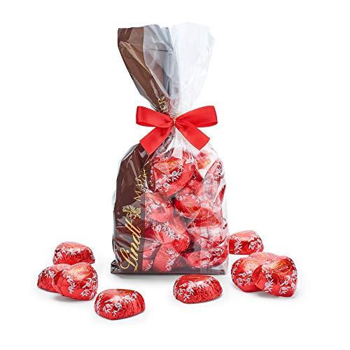 Lindt LINDOR Beutel Herzen Milch, Vollmilch-Schokolade in Herz-Form mit unendlich zartschmelzender Füllung zum Verschenken und Dekorieren, 500 g