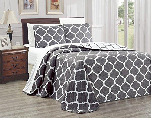 3-Piece Oversize (115' X 95') Fine Printed Prewashed Quilt Set Reversible Bedspread Coverlet King Size Bed Cover (Dark Grey, White, Quatrefoil Moroccan Lattice)