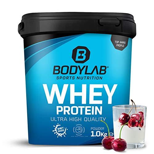 Protein-Pulver Bodylab24 Whey Protein Kirsche-Joghurt 1kg / Protein-Shake für Kraftsport und Fitness / Whey-Pulver kann den Muskelaufbau unterstützen / Eiweiss-Pulver mit 80% Eiweiß / Aspartamfrei