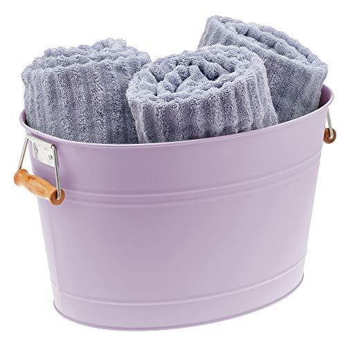 mDesign Cubo metálico con asas para el cuarto de baño – Barreño ovalado portátil para guardar toallas, champú, cremas, etc. – Cesta organizadora de 18 litros en metal y bambú – lila claro