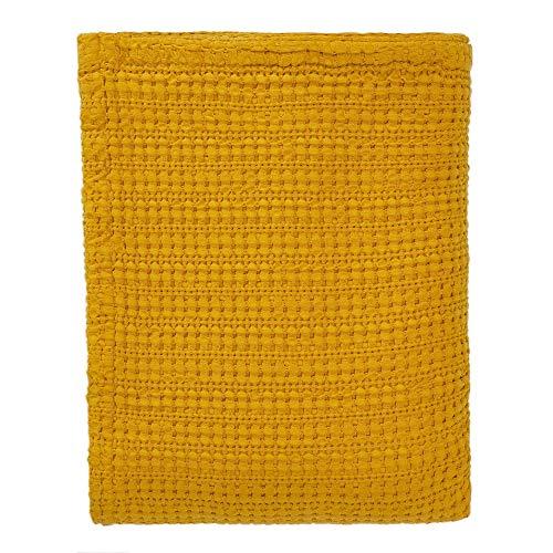 URBANARA 240x265 cm Tagesdecke/Plaid Anadia Senfgelb — 100prozent Reine Baumwolle — Perfekt als Bettüberwurf oder Kuscheldecke — Stonewashed-Effekt — geeignet für Einzel- & Doppelbett