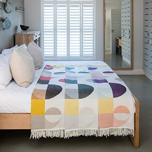LILENO HOME Plaid Decke als Kuscheldecke u. Sofadecke 150x200 cm - Flauschige Tagesdecke für Couch - Bella Vita Bauhaus Grape-Ice Violett - 100% Super Soft Acryl