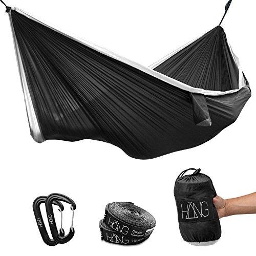 Häng – (Double) Hamac en soie de parachute Dimensions : 300 x 170 cm. Charge maximale 200 kg en noir & blanc avec suspension