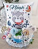 Windeltorte mit Name - Kuschelkissen Waschbär Maritim I Schnullerkette & Greifling - Geschenk, Babyparty, Geburt oder Taufe + auf Wunsch, gratis Grußkärtchen