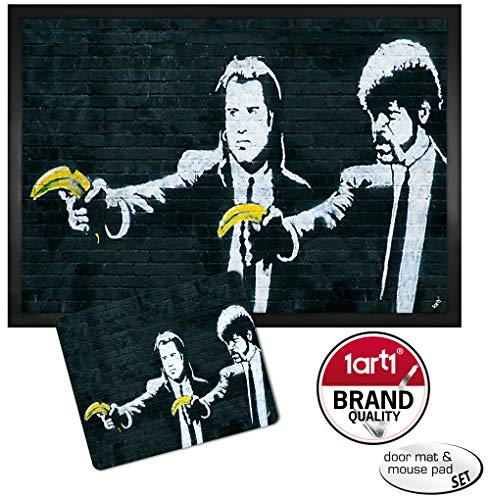 1art1 Robin Banksy lustige Fußmatte | Fußmatte Innenbereich und Außenbereich | Türmatte lustig | Design Fußmatte | Bundle 40 x 60 cm + Mauspad 23 x 19 cm Geschenkset