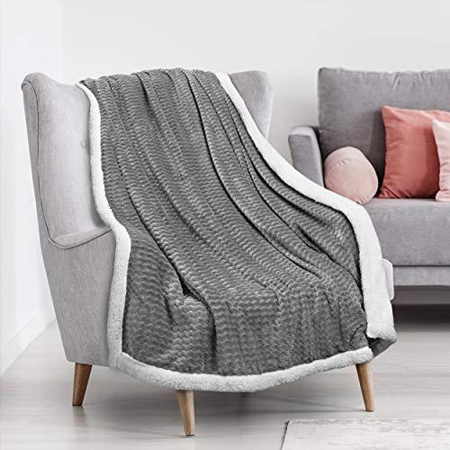 Catalonia Classy Sherpa Decke Flauschige Kuscheldecke, Super weiche Fleece Sofadecke Plüsch-Flanell-Decke für Couch & Bett, TV-Decke, Reise, Camping, Geschenk, Chevron Muster, 150x130cm Grau