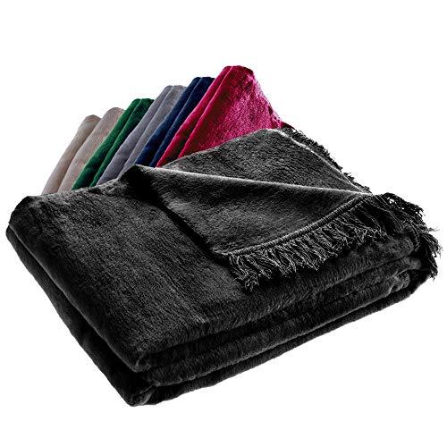 KADAX Kuscheldecke, weiche Wohndecke mit Fransen, 150 cm x 200 cm, Sofa-Decke, Couchdecke, warme Decke für Couch, Bett, Tagesdecke aus Baumwolle, Acryl, leicht zu pflegen (schwarz)