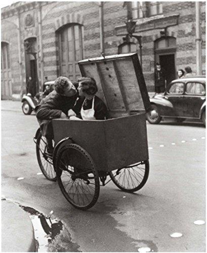 Stick It On Your Wall Robert Doisneau–EIN Tipsy Kiss Paris 1950Mini Poster–40x 40cm