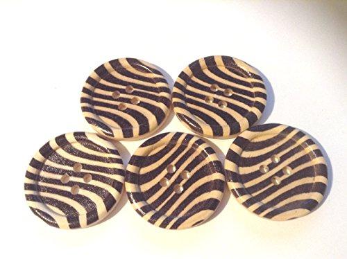 Lot de 5 à motifs Boutons en bois avec quatre trous avec un Tigre comme à rayures. Idéal pour couture, travaux manuels et scrapbooking. Ils sont Environ 30 mm de large.