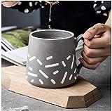 Taza de cerámica azul de café de la tarde té de postre, leche de avena, taza de desayuno para casa