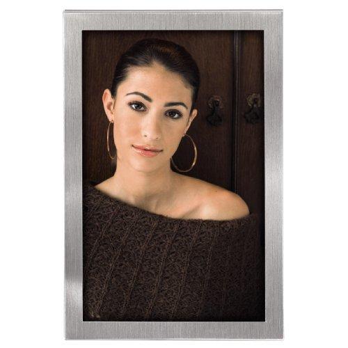 Hama Bilderrahmen 15x20 cm Bristol (Portrait Fotorahmen zum Aufstellen und Aufhängen mit Samtrückwand) silber