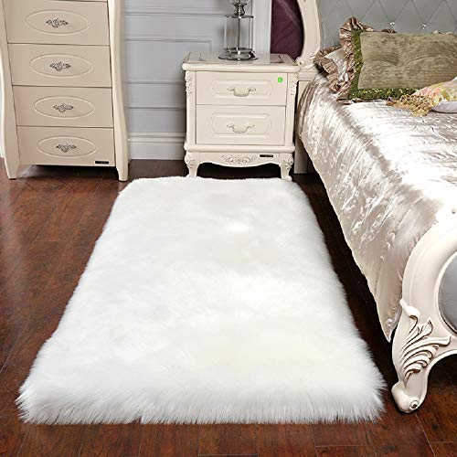 HEBE Fluffy Sheepskin Rugs Faux Fur Area Rug 3x5 Ft White Sheep Skin Fur Rugs for Bedroom Fuzzy Carpet for Living Room Kids Nursery