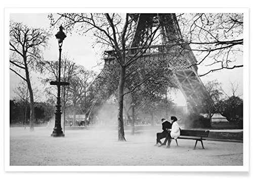 "JUNIQE® Paare Schwarz & Weiß Poster 20x30cm - Design ""Paris"" entworfen von Picture On The Fridge"