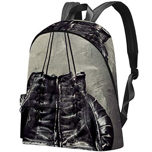 Alte Boxhandschuhe hängen am Nagel an der Texturwand Bag Teens Student Bookbag Leichte Umhängetaschen Reiserucksack Tägliche Rucksäcke