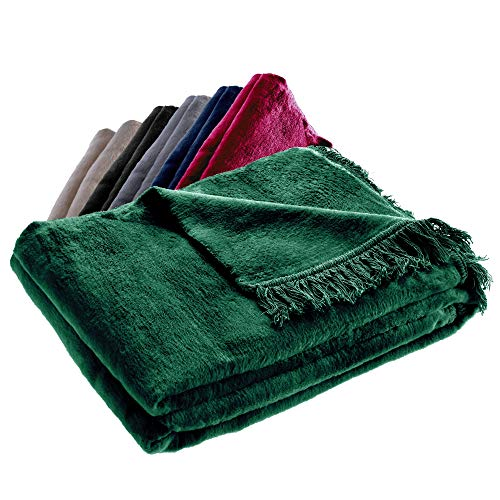 KADAX Kuscheldecke, weiche Wohndecke mit Fransen, 150 cm x 200 cm, Sofa-Decke, Couchdecke, warme Decke für Couch, Bett, Tagesdecke aus Baumwolle, Acryl, leicht zu pflegen (dunkelgrün)