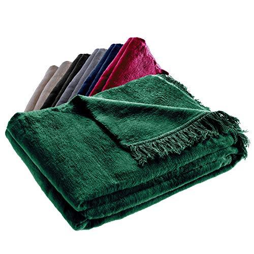 KADAX Kuscheldecke, weiche Wohndecke mit Fransen, 150 cm x 200 cm, Sofa-Decke, Couchdecke, warme Decke für Couch, Bett, Tagesdecke aus Baumwolle, Acryl, pflegeleicht (dunkelgrün)