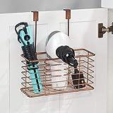 mDesign Soporte para secador de pelo sin taladro – Práctico colgador de puerta con cesto de rejilla – Estante multifunción – Organizador de baño para secador, rizador y plancha – color bronce