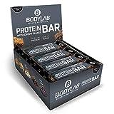 Bodylab24 Protein Bar 12 x 65g | Protein-Riegel mit 27g Eiweiß pro Riegel | Zuckerarmer Fitness Snack | Knuspriger Eiweißriegel mit vielen Ballaststoffen | Crispy Schokolade