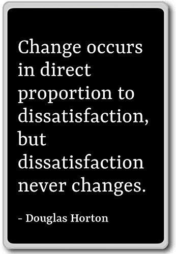Verandering vindt plaats in directe verhouding tot dissat. - Douglas Horton citaten koelkast magneet