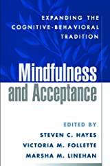 Mindfulness and Acceptance: Expanding the Cognitive-Behavioral Tradition (English Edition) Format Kindle
