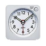 Peakeep Mini despertador Despertador de viaje con luz nocturna, analógico de cuarzo reloj despertador con función de repetición, según, alarma Zumbador, sin tic tac), silenciosa, (Color Blanco)