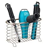mDesign Soporte para secador de pelo sin taladro para el baño – Práctico cesto de rejilla en metal – Cesta metálica para secador, rizador eléctrico y plancha para el lavabo o estante – plateado mate