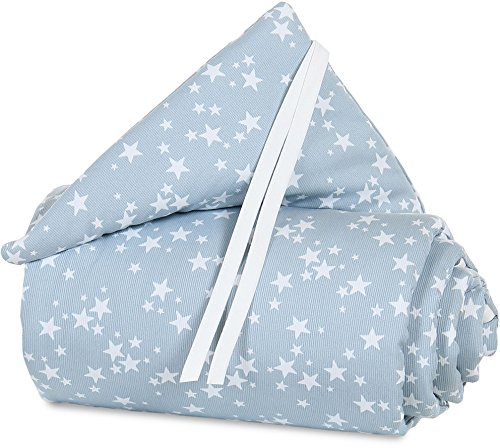 Tour de lit babybay en piqué convient pour aux modèles Maxi, Boxspring, Comfort et Comfort Plus, bleu ciel avec étoiles blanches