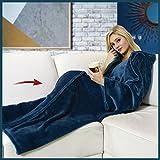 Walser 13679 Kuscheldecke mit Ärmeln, weiche Couchdecke, flauschige Tagesdecke, warme Fleecedecke, Wohndecke, Blau 150x180cm