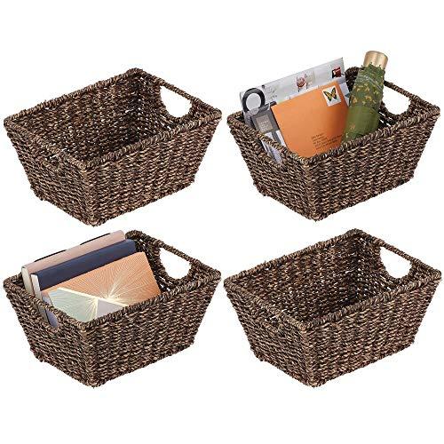 mDesign Juego de 4 cestas trenzadas con asas – Prácticas cestas organizadoras de junco marino para artículos del hogar – Organizador de estantes para salón, dormitorio, baño o pasillo – marrón oscuro