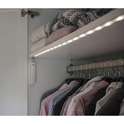 Kamaca, striscia luminosa a LED per armadio, con sensore di movimento, 30 LED e 3000 K, luce chiara con timer, colore bianco caldo
