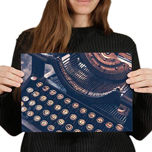 Destination 44110 - Poster in vinile A4 con macchina da scrivere vintage anticata, 29,7 x 21 cm, 280 g/mq, carta fotografica satinata lucida #44110