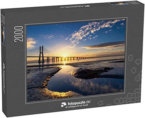 Puzzle 2000 Teile Vasco da Gama Brücke bei Sonnenaufgang in Lissabon, Portugal - Klassische Puzzle mit edler Motiv-Schachtel, Fotopuzzle-Kollektion \'Portugal\'