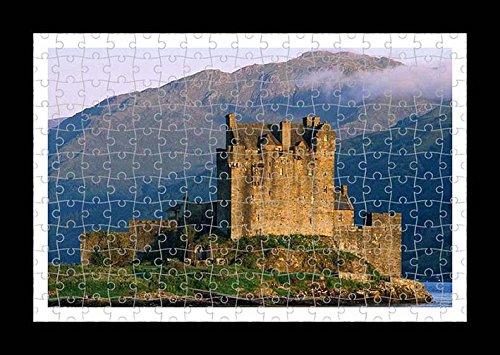 Puzzle Style (Preensamblado) Stampa della parete di Eilean Donan Castle by Lisa Loft